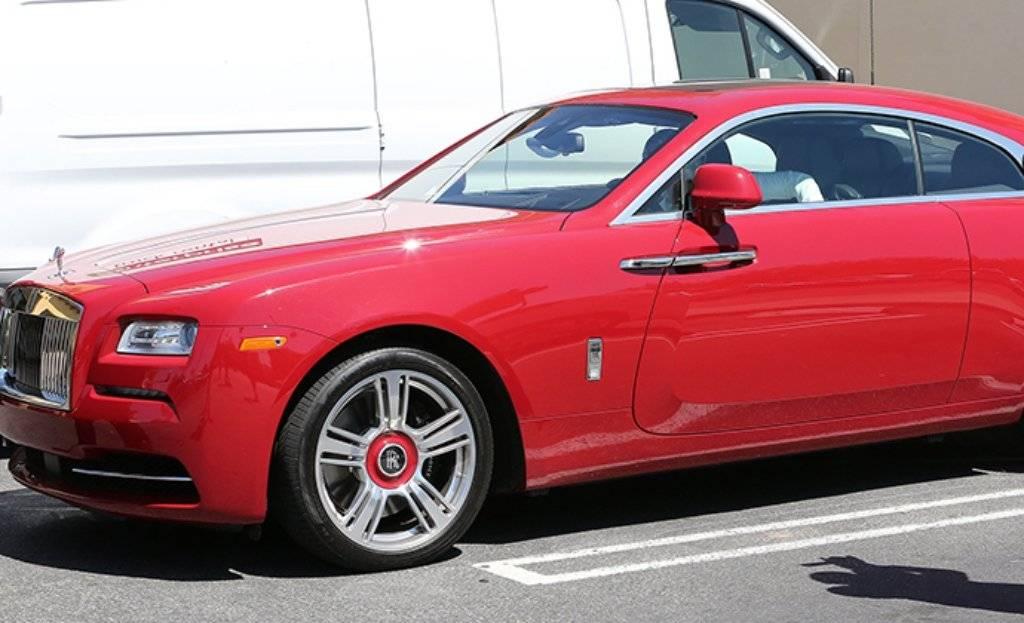Khloe Kardashian driving brand new red 200 k Rolls Royce in Calabasas april 18, 2016 /X17online.com