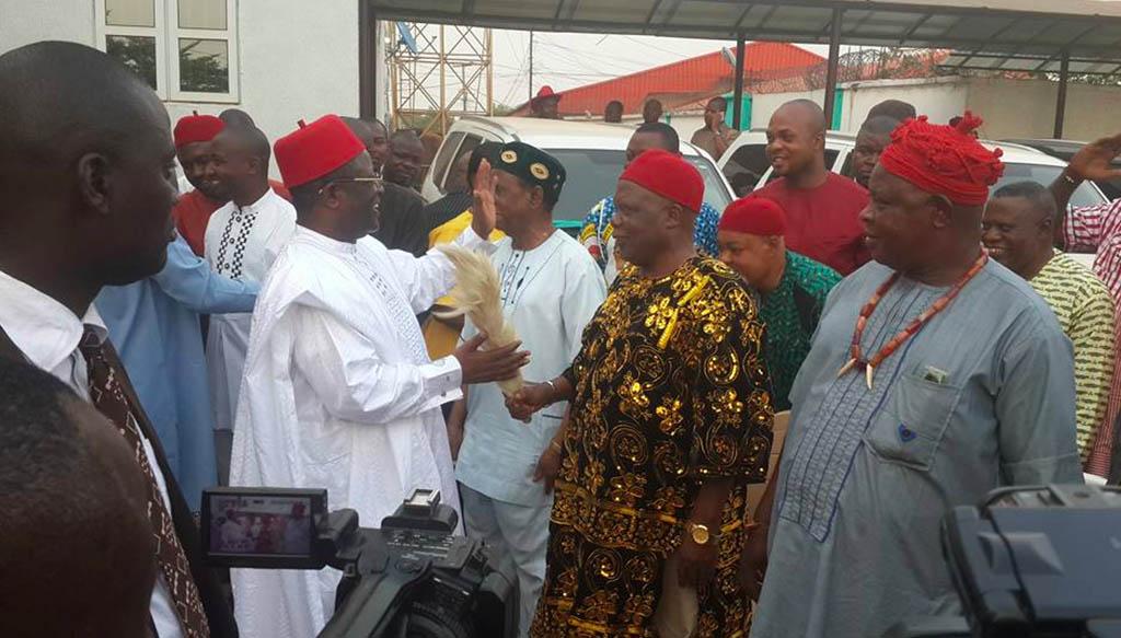ebonyi-governor-gives-innoson-suvs