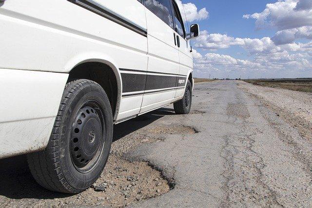 pothole-1703340_640-1