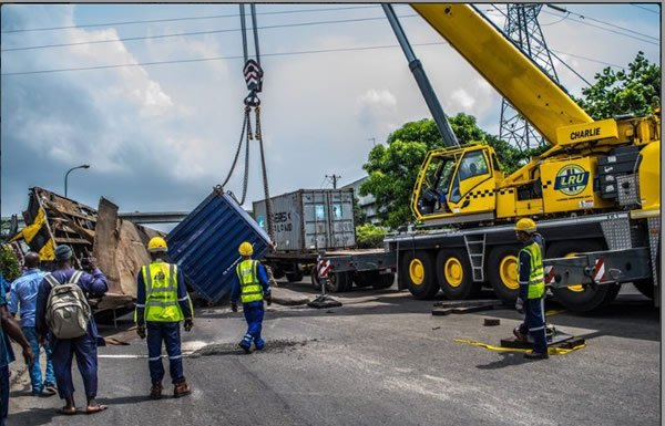 container-truck-fell-along-ijora