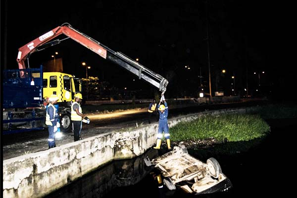 car-fell-into-canal