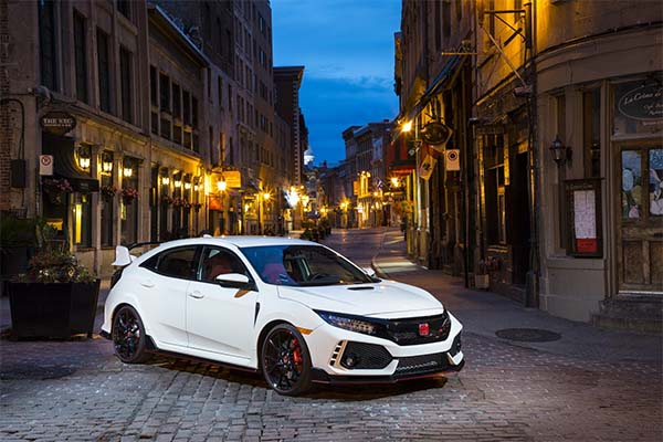 Honda Civic Sedan Tries To Look So Much Like A Type-R