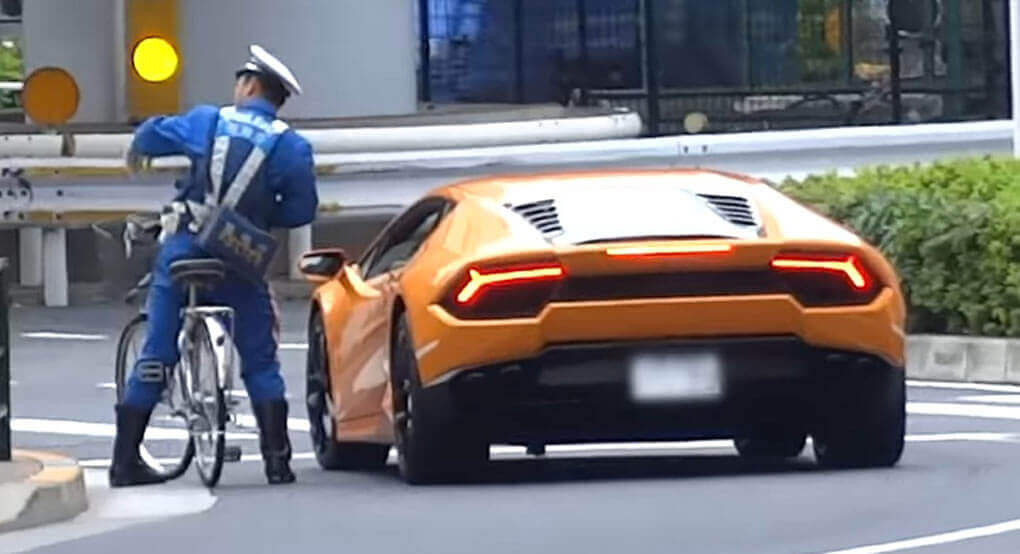 Watch Japanese Police Officer On Bicycle Chase And Pull ...