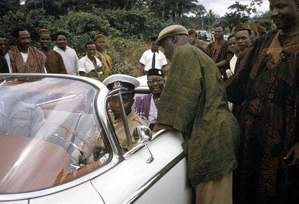 nnamdi azikiwe inside his car in 1959