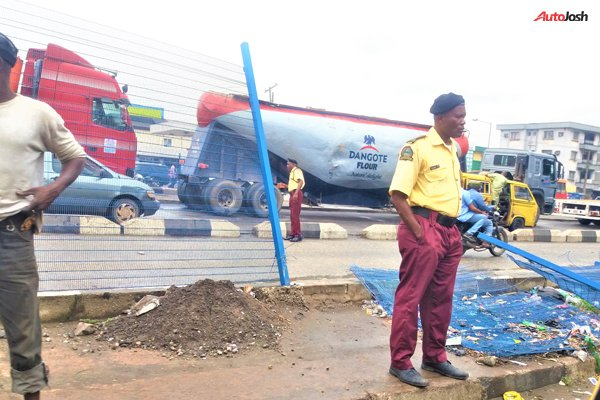 Median Fences On Lagos Roads Are Damaged Autojosh