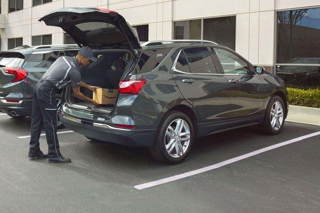 man loading his car trunk