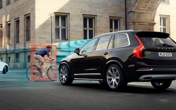 volvo safety city safety features