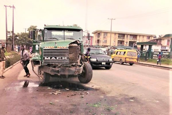 Moment A Truck Crushes Six People To Death In Ogun