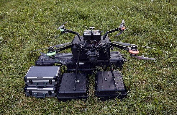 land rover discovery vehicle for redcross drone