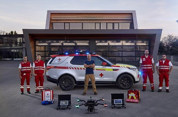 land rover discovery vehicle for redcross