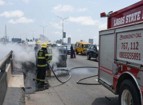 bus burnt on 3rd mainlanda bridge lagos