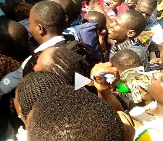 nigerians stuggle for BRT in Ikorodu