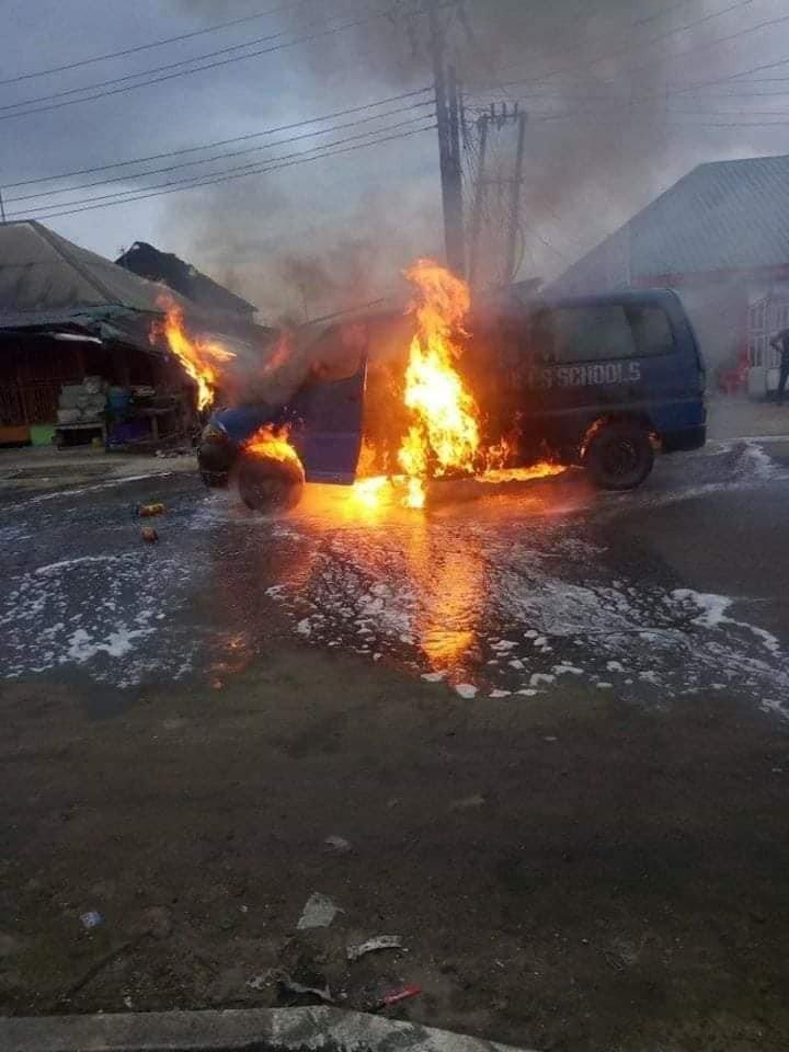 school children car fire
