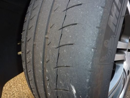 signs tyre replacement