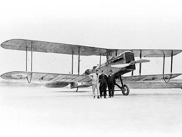 first aircraft to land in nigeria