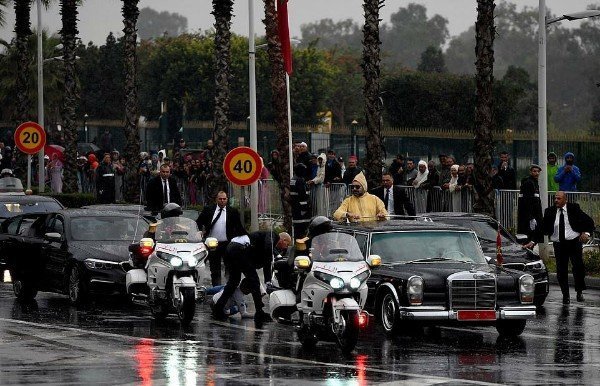 Security Scare As Man Runs Towards Moroccan King's Open-Top Mercedes During  Motorcade With Pope Francis – AUTOJOSH