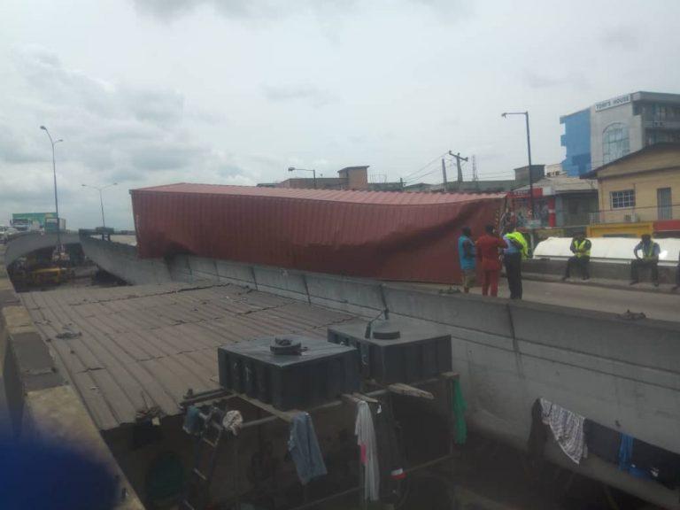 container falls off ojuelegba bridge