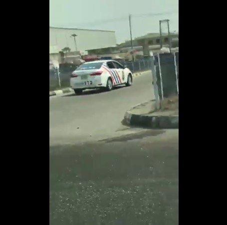 driver dribbles police car