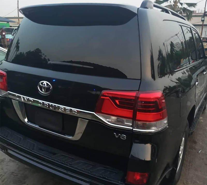 Rent Toyota Prado