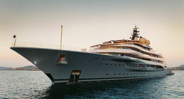 Photos Of New ₦145b Flying Fox Mega Yacht, With 2 Helipads, Pool ...
