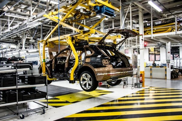 Bentley-Crewe-Factory