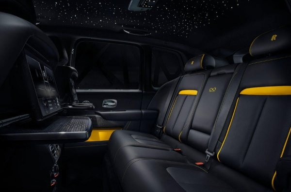 Rolls-Royce-Cullinan-Black-Badge