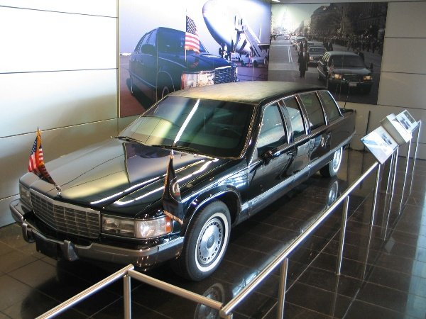 US-Presidential-State-Car-Cadillac-One-The-Beast