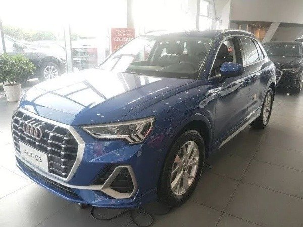 Chinese-Dad-10-Brand-New-Audis-Scratched-Dealership