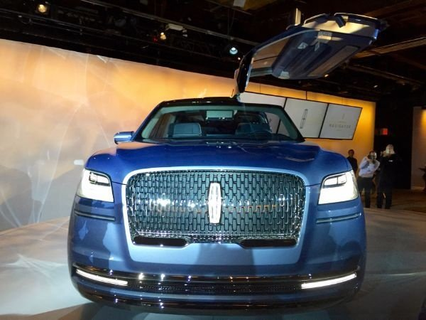 Flash Back 2016: Lincoln Navigator Concept with Gull-wing ...