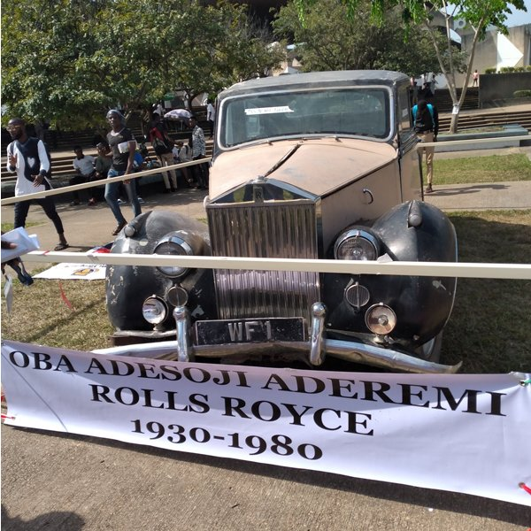 Oba Aderemi's Rolls Royce Is On Display At The Obafemi Awolowo University Convocation