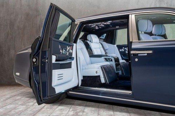 Rose-Phantom-Bespoke-Flowers-Rolls-Royce