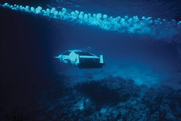 Lotus-Esprit-Submarine-Car