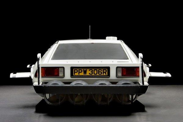 Tesla-Cybertruck-Inspired-James-Bond-Lotus-Esprit-Submarine-Car