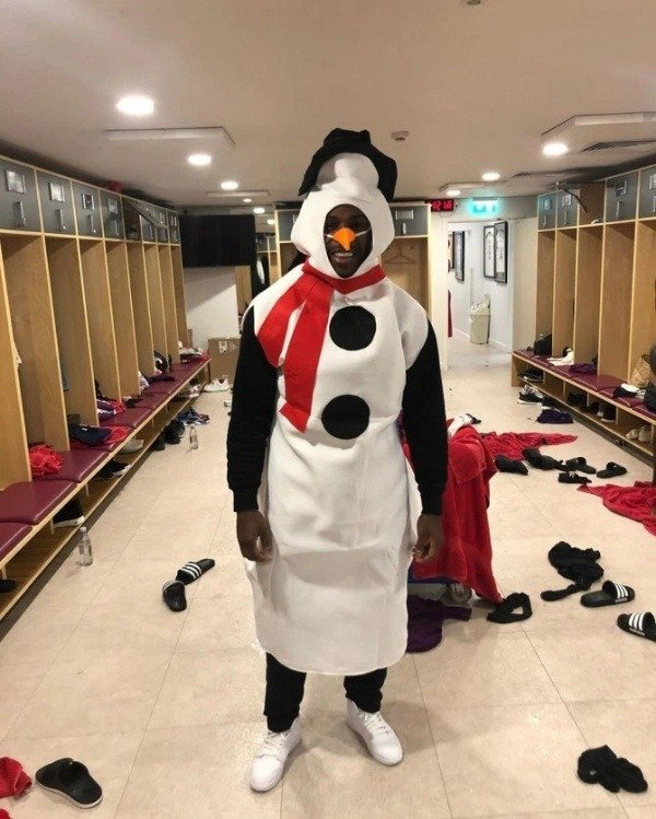 Premier League Star, Dressed As Snowman, Crashes His ₦100m Lamborghini On Xmas Day 7