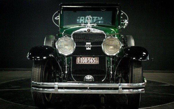 1928-bulletproof-cadillac-american-gangster-al-capone-scarface-$1-million