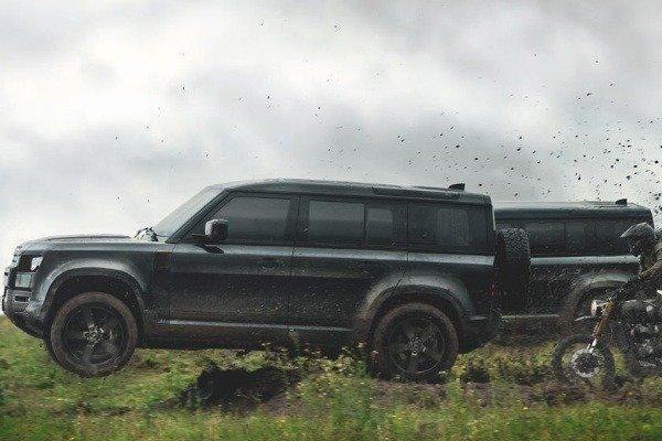3-land-rover-defender-james-bond-007