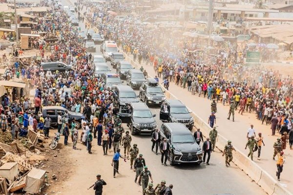 Checkout Buhari's Long Convoy, As He Commissions The First Flyover Bridge  In Ondo State (PHOTOS) - AUTOJOSH