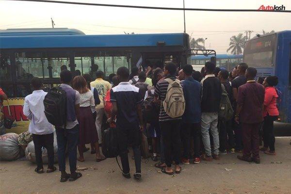 Board a BRT autojosh