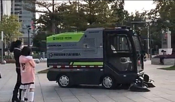 china-deploys-unmanned-sanitation-robots-cleaning-vehicles-coronavirus-autojosh