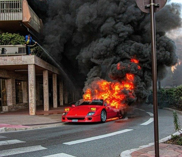 ferrari-f40-bursts-into-flames-monaco
