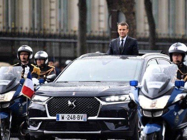 french-president-emmanuel-macron-renault-espace-state-car-broke-down-poland