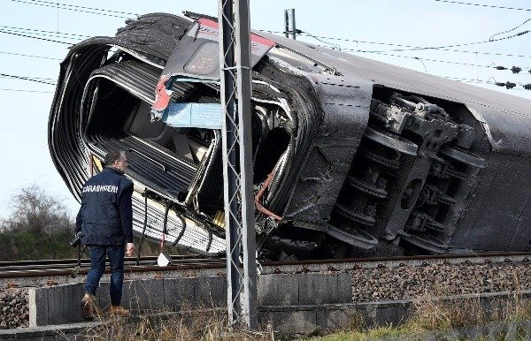 high-speed-train-derails-in-italy