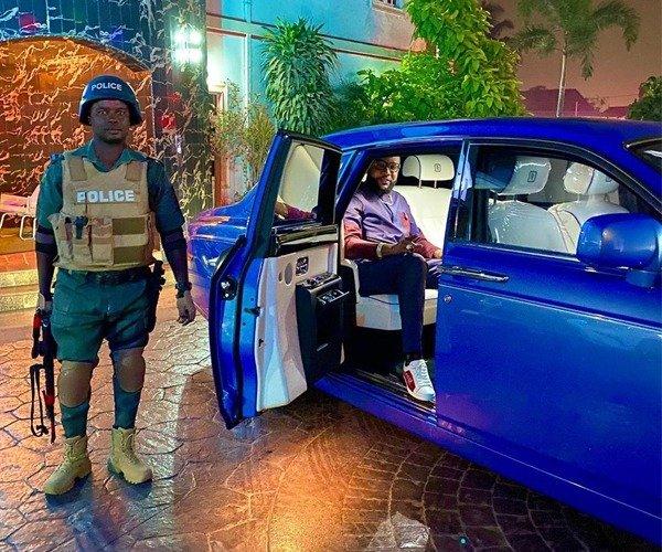 e-money-ig-car-police-escort