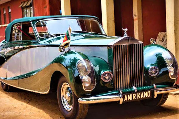 Queen of England Rolls-royce autojosh