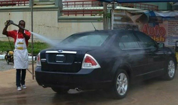abuja-bans-car-wash-operators-from-using-piped-water
