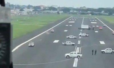 coronavirus-ecuador-filled-runway-with-vehicles-to-stop-international-flights