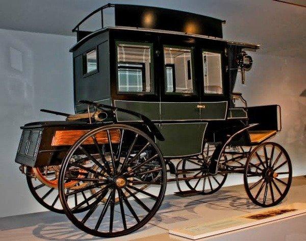 first-internal-combustion-engine-benz-bus