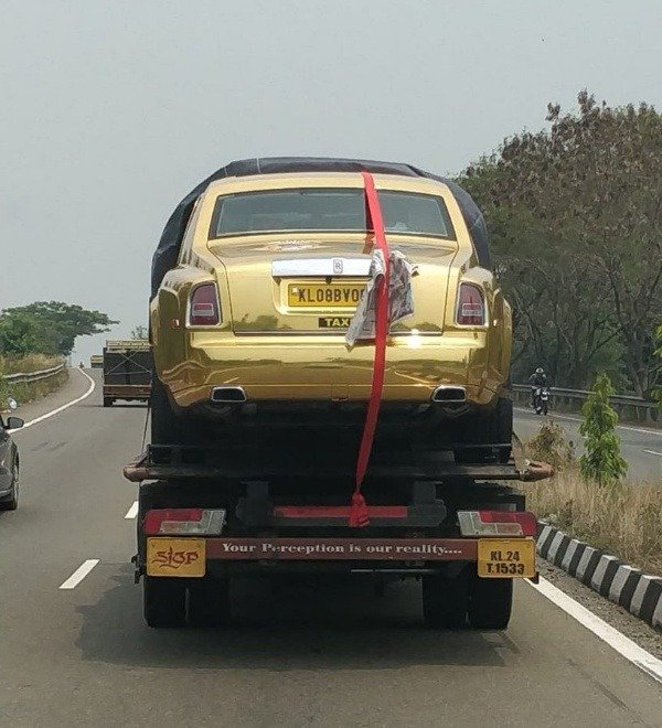 "Gold Rolls-Royce Phantom ""Taxi"" Spotted In India, Cost ₦ ..."