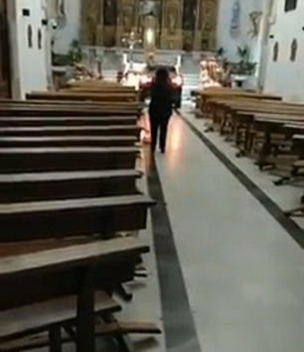 spanish-man-drives-jeep-compass-car-into-church