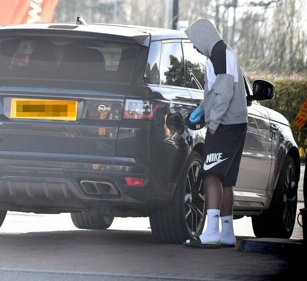 manchester-united-star-anthony-martial-takes-coronavirus-precautions-when-filling-up-his-range-rover